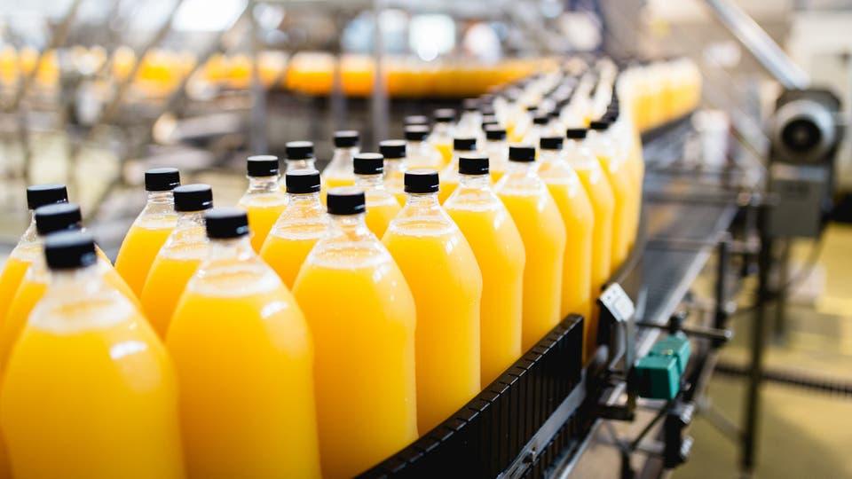 """الجمارك السعودية تبدأ تحصيل الضريبة الانتقائية على واردات """"المشروبات المحلاة"""""""