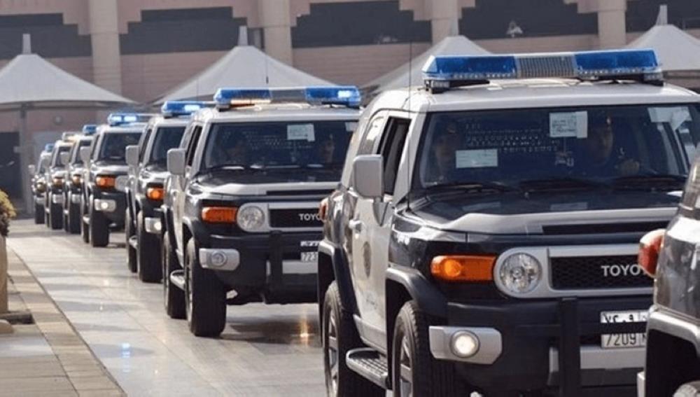 #السعودية | شرطة #مكة_المكرمة: القبض على 3 مقيمين ومخالف لـ #نظام_أمن_الحدود لتورطهم في نقل مخالفين لنظام أمن الحدود