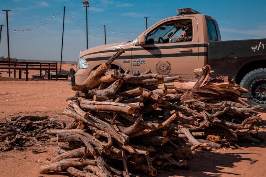 #السعودية | الجهات الأمنية تضبط مخالفين لـ #نظام_البيئة بحوزتهم كمية من الحطب المحلي في منطقتي القصيم وحائل
